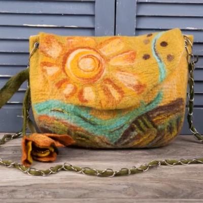 Яркая валяная сумка «Солнце»